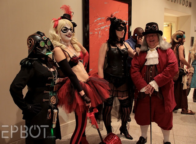 Lady Vadore at Dragon*Con 2012, with Harley Quinn, Catwoman and Ben FranklinBen Franklin, Dragoncon 2012, Dragons Con 2012, Lady Vador, Harley Quinn
