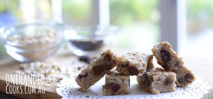 CHEW-ME FRUIT OAT BARS: A favourite on the blog, these healthy little snacks are a great homemade finger food for your baby or toddler. #onehandedcooks