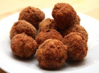 Egyszerű fasírt recept: Egyszerű, finom, és rendkívül ízletes fasírt recept! http://www.aprosef.hu/egyszeru_fasirt_recept