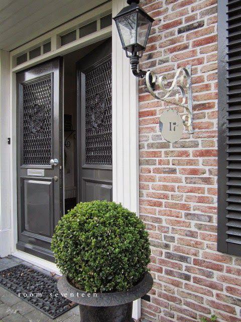 Antraciet en wit. Mooie voordeur kleuren!