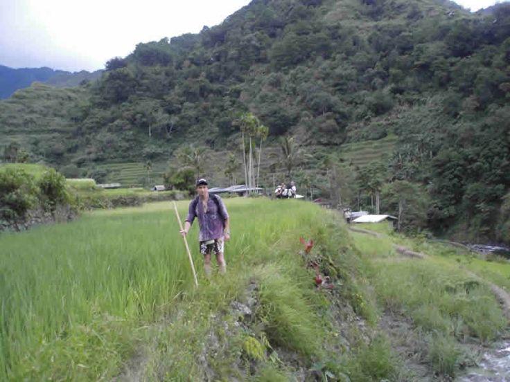 Llegando a Campulo por los bordes de las Terrazas de arroz de Banaue Filipinas