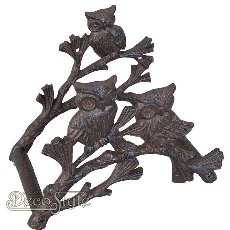 Gietijzeren Tuinslanghouder Uilen  Gietijzeren tuinslanghouder of tuinslang haspel. In de vorm van een tak met uilen. De tuinslanghouder is aan een muur te bevestigen. Kleur: Bruin Materiaal: Gietijzer Afmetingen: Hoogte: 18 cm Breedte: 23 cm Diepte: 15 cm CAST IRON OWLS HOSE HOLDER