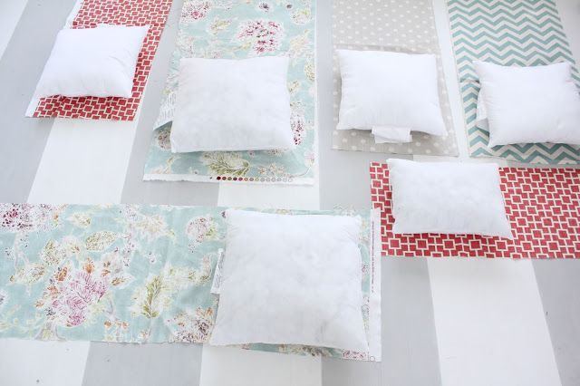 envelope pillow cover tutorial with fabric from Tonic Living - #diy #sewing #tutorial #fabric #sofa #rattan #sunroom #sunporch #crafting #envelope #insert #stuffer #polyfil #feather via @No. 29 Design
