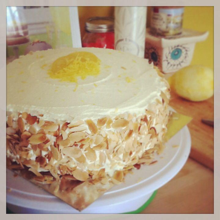 Almond-lemon sunshine cake