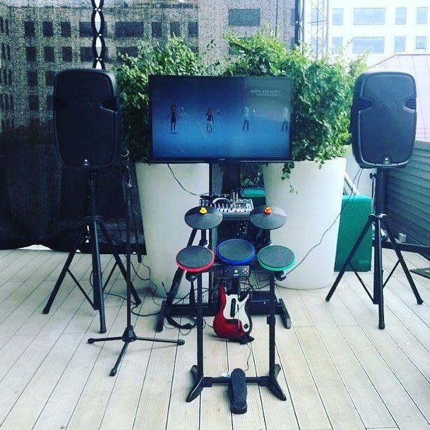 Рок на крыше: аттракцион Guitar Hero готов к работе на высоте!  #тимбилдинг #корпоративныемероприятия #корпоратив #организацияпраздников #организациямероприятий #teambuilding  #ивент #эвент #ивентагентство #ивенткомпания #ивентобудни #rentforevent #rent4event #event #eventmanagement #eventagency #арендааттракционов
