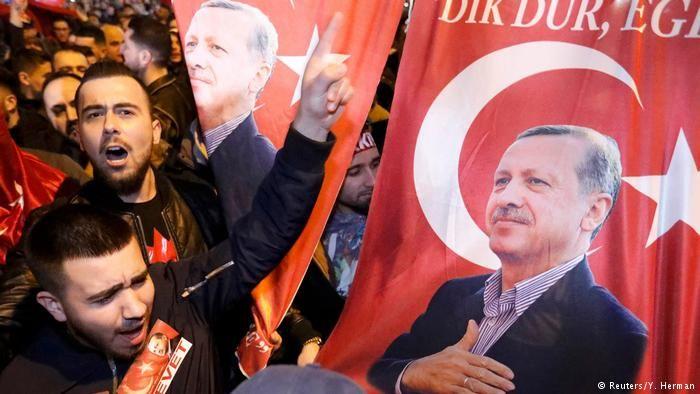 Niederlande Demonstrationen für Erdogan in Rotterdam (Reuters/Y. Herman)