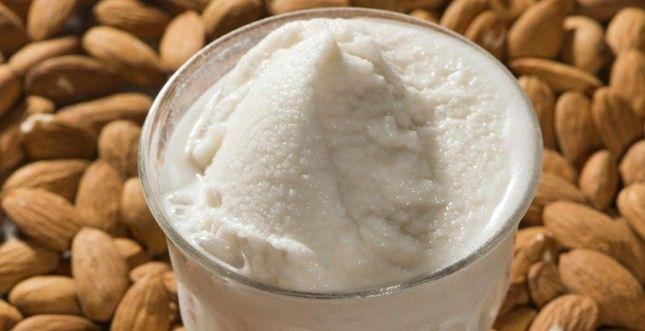 granita siciliana di mandorle  latte di mandorle