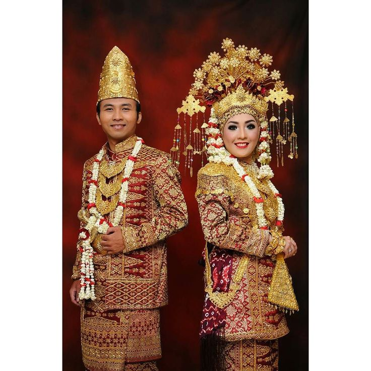 """This is South Sumatra attire which we use in our wedding reception. We use Ogan Komering Ulu style the regions where my grandparents come from. Actually South Sumatra have many kind of wedding attire that come from various regions in South Sumatra. The most famous attire are """"Aesan Gede"""" and """"Aesan Paksangko"""". Aesan Gede is kind of attire like """"dodot"""" in Javanese wedding this attire is the symbol of grandeur. While """"Aesan Paksangko"""" bride's use long sleeve velvet clothes and the groom's use…"""
