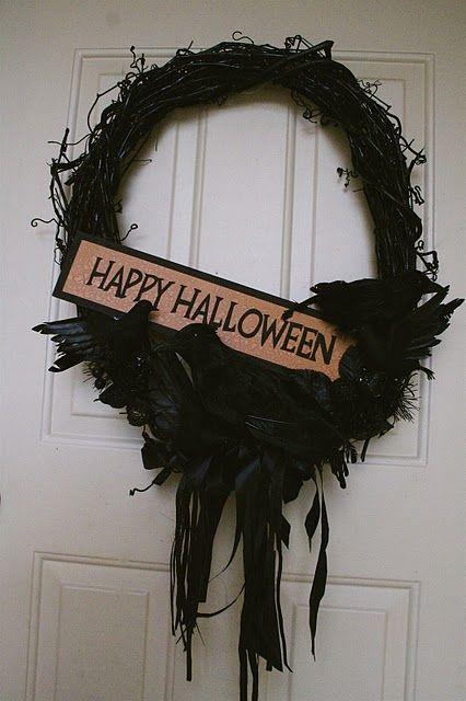 Halloween wreath on horrorcraft.blogspot.com