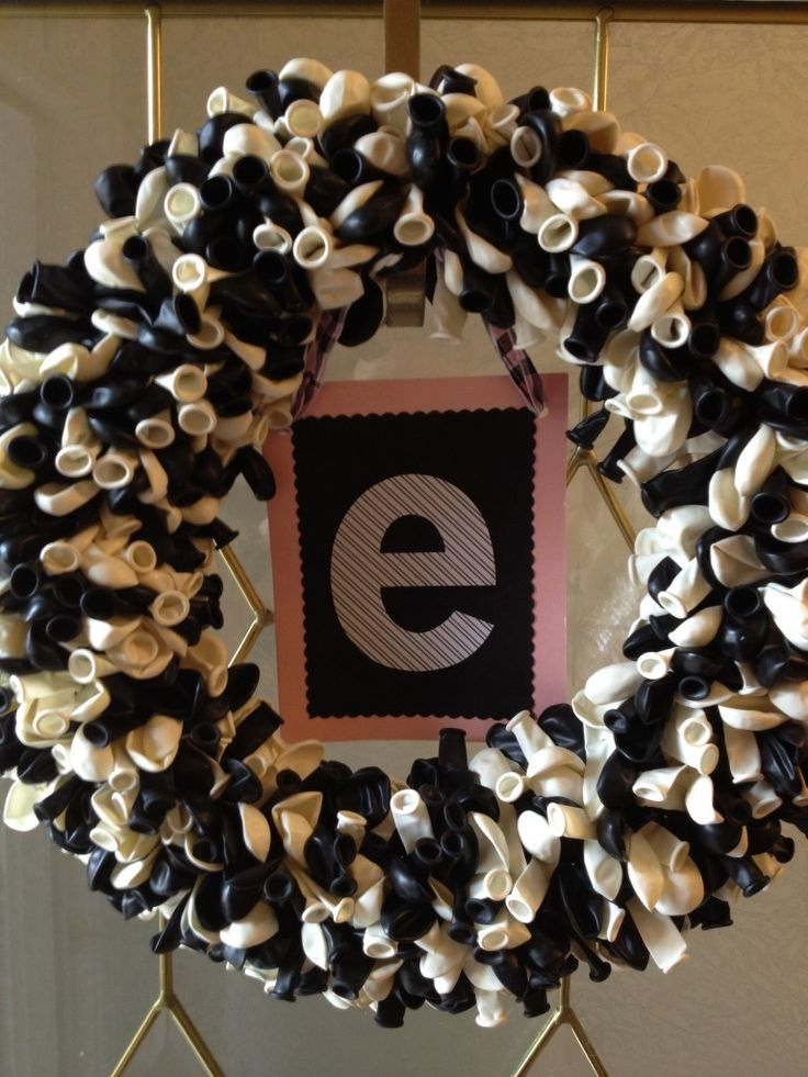 Balloon wreath #tutorial. #DIY Love this wereath!! Perfect for a #party of any age!