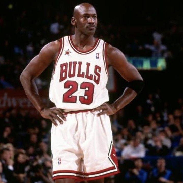 今日は 氏の名言をご紹介します すべて見たい方はプロフィールリンクよりどうぞ ーーー アメリカ合衆国の元バスケットボール選手 Nbaのシカゴ ブルズ ワシントン ウィザーズでプレーした その実績からバスケットボールの神様とも評される 15年間の
