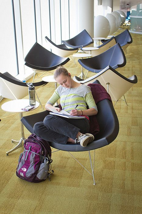 Gemütliche Plätze für Lounge und Lobby - wie wäre es mit dem Coconut Chair von George Nelson?  https://modecor.com/George-Nelson-Coconut-Chair-mit-schwarzem-Leder