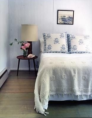 temoayan blanket in roman bedroom via Remodelista.com