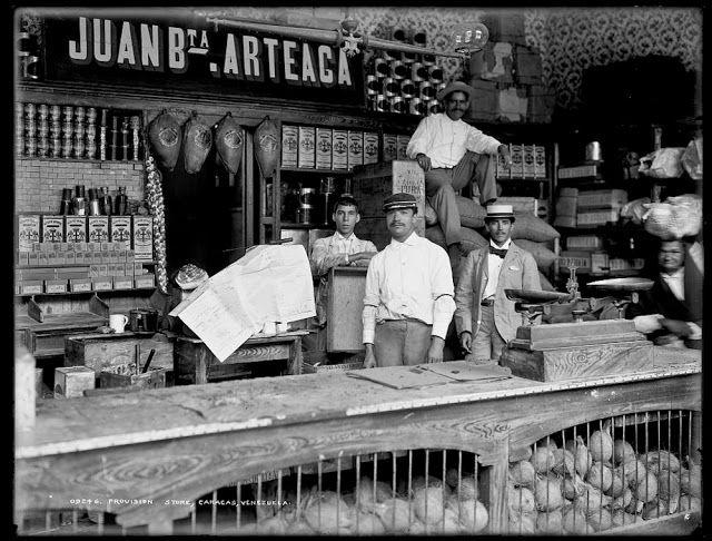 Fotografía narrativa: 15 fotos centenarias de Venezuela en la Biblioteca del Congreso Tienda de abastos de Juan Bautista Arteaga, en Caracas, 1900-1906.