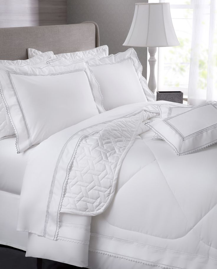 Com geometria minimalista, o conjunto de lençóis Campiello cria uma cama aconchegante …   – JOGO LENÇOL