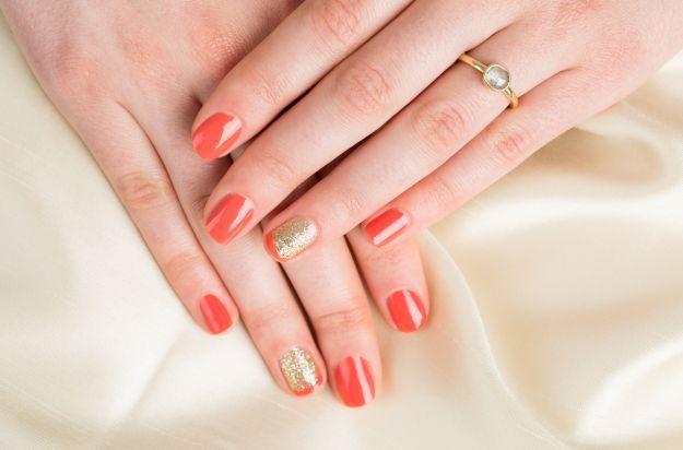 Коралловый маникюр с блестками по фен-шуй ::: onelady.ru ::: #nail #nails #nailart #manicure