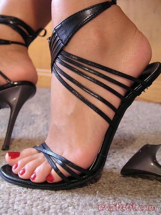 Фото ног в сексуальных босоножках