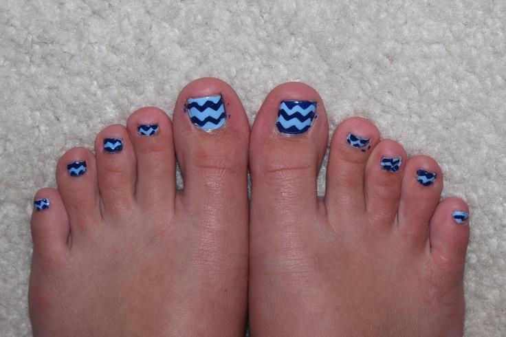 chevron toe nails