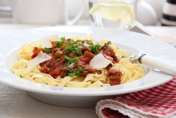 Bolognese ragu pasta. Bruker å lage en stor posjon og fryse i små pakker. Tar de frem på travledager, eller lager lasagne av de. Se pin ved siden av :)