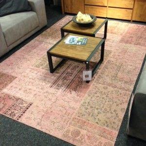 Patchwork pink. Dit unieke patchwork kleed is handgeknoopt, heeft een afmeting van 200x300 cm en is van een hoogwaardige kwaliteit.   http://www.winjewanje.nl/patchwork-kleed-pink