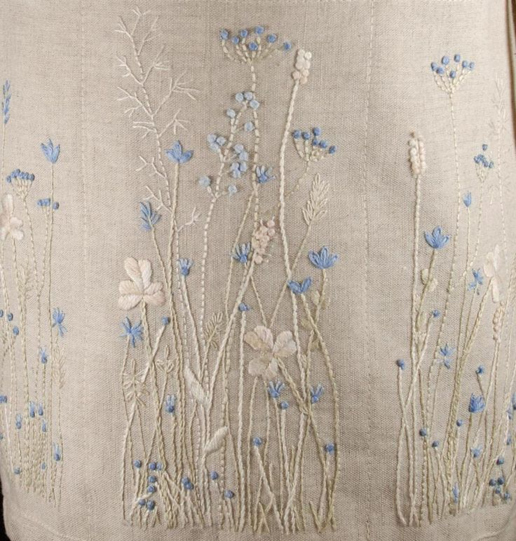 Fleur bleue embroidery...ivory and light blue floss. Close to a monochromatic look. Lovely.