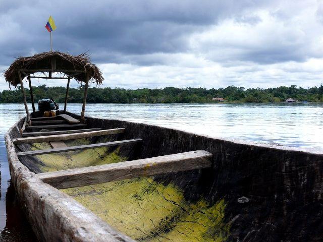 Canoa en el río Amazonas