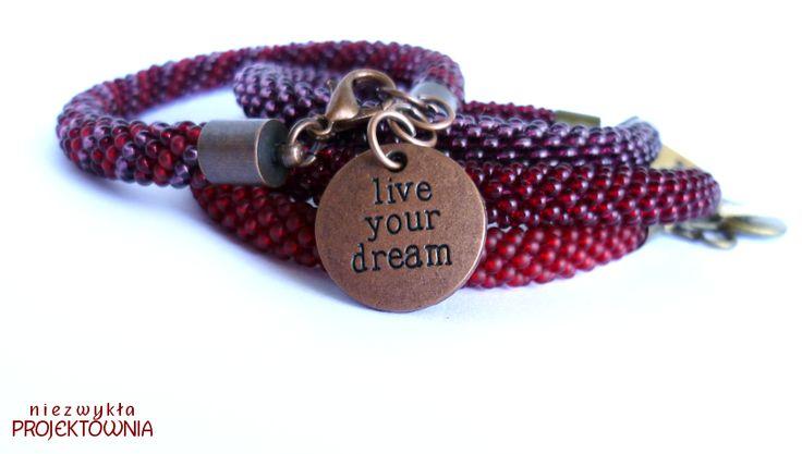 Komplet bransoletek #beadcrochet z cudowną zawieszką :) #liveyourdream #bracelet #cranberry #red #purple