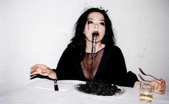 Björk: la historia y el estilo de una inconformista musical   VICE España