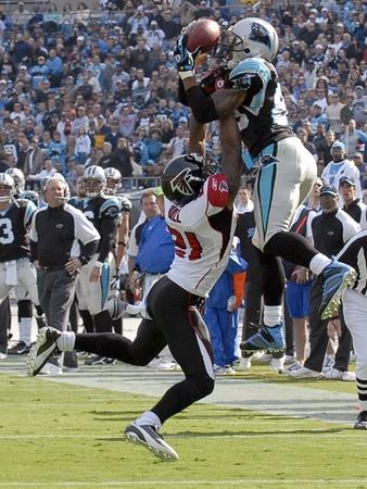 Panthers Football: Charlotte, NORTH CAROLINA - Steve Smith catch