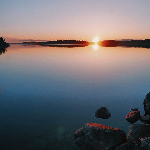 #lake #finnishlakes #discoverfinland #lakesoffinland #finland #järvi #järvimaisema #suomenluonto #luonto  #nature #outdoors  #järvenranta #sunset #auringonlasku