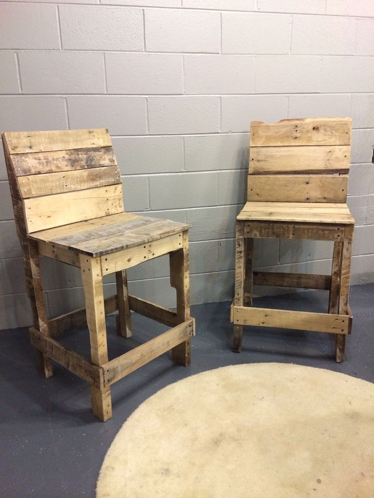Sillas de bar de palets sof s sillones sillas de for Sillones para bar