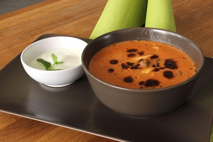 Sallys Blog - Erzincan Corbasi / türkische Joghurt-Suppe mit Hackbällchen und selbst gemachten Nudeln