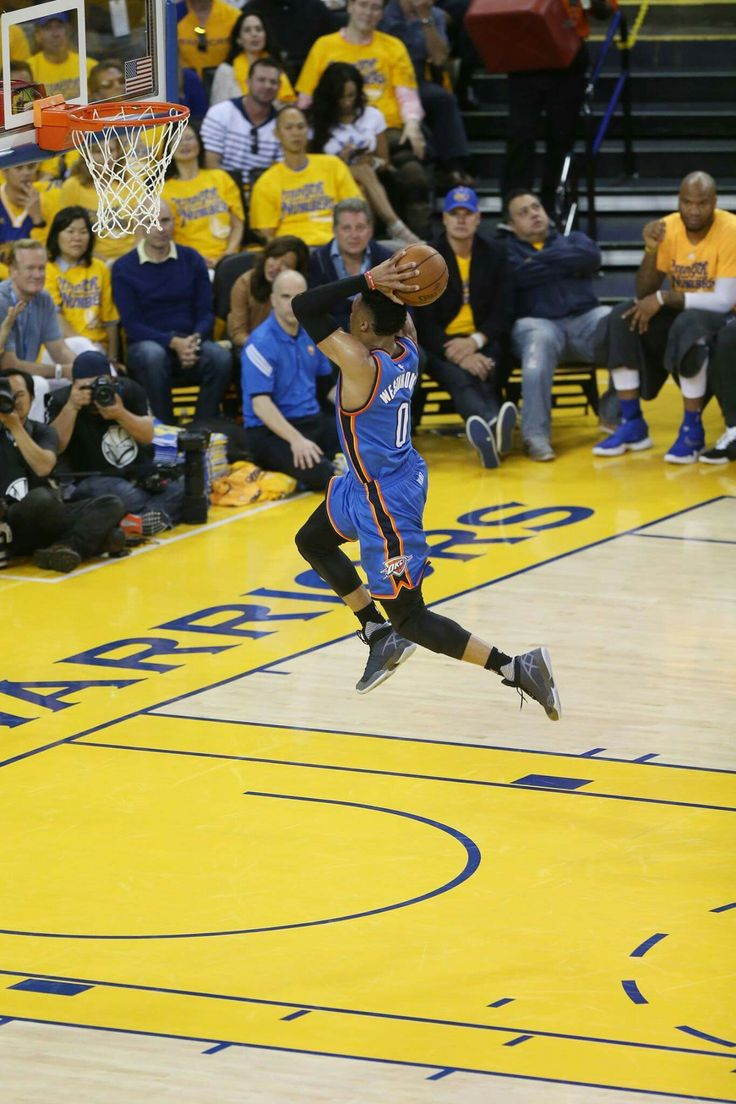 Russell dunking at Golden State