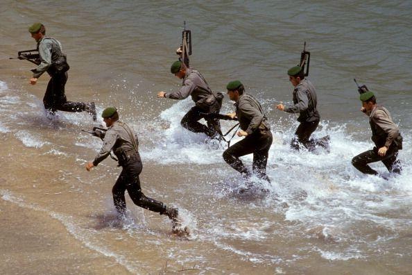 Foreign legion 13th half brigade in Djibouti in June 1993 Stage commando Any informations about this pictures? Please make a comment...  ¿Tienes informaciones sobre ésta imagen? Deja un comentario por favor... Des infos à propos de cette image ? S'il vous plaît, faites un commentaire... AF