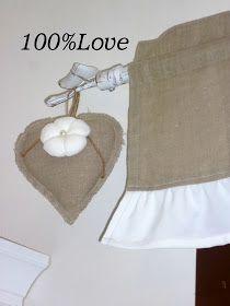 Tenda  per una cucina  in stile country ...     Rigorosamente in lino grezzo  e cotone bianco ...      Accessori: Portapane...    Presina...