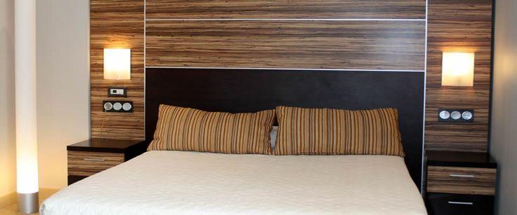 """Habitaciones Hotel Marina d'Or Beach 3*  Disfruta de Marina d'Or Ciudad de Vacaciones descansando en magníficas habitaciones con el sello distintivo de calidad y buen gusto de Marina d'Or. Todas las habitaciones del Hotel Marina d'Or Beach 3* cuentan con:   Baño completo LCD TV 32"""" Conexión Wi-fi gratuita Secador de pelo y espejo de aumento Minibar y caja de seguridad  Aire Acondicionado"""