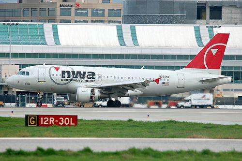 Northwest Airlines N335NB