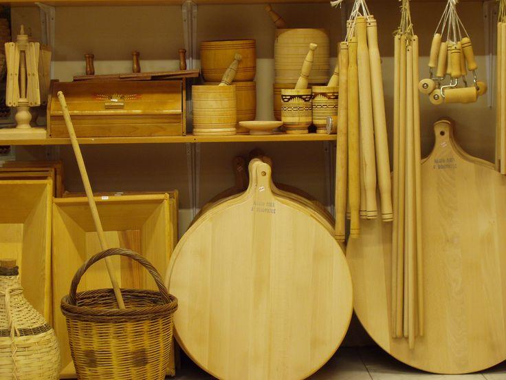 Ξύλινα παραδοσιακά αντικείμενα,χρηστικά και διακοσμητικά.