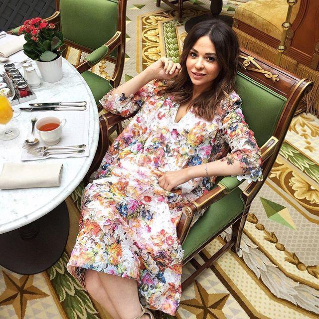 Погода теплом не радует, так что платья ношу в отеле).😄☀️#тожевариант #Lookoftheday 👗👉@pe_for_girls. У девчонок масса красивых вещей из натуральных тканей👌, и еще нашла очень крутой коричневый бушлат, который подойдет, как к платьям в стиле 70х, так и к брюкам. Два в одном - это всегда приятно!✌️Как в Москве погода? #FistiChoice  #Fisti_SaintPetersburg #fourseasons #fsstpetersburg