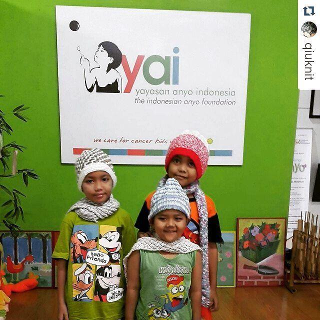 #laporandonasi  Alhamdulillah hari ini kupluk dan syal #rajutan telah diterima dan dipakai oleh adik-adik di #yayasananyoindonesia  #Repost @qiuknit with @repostapp  Kunjungan pertama.. #rumahanyo diwakilkan adek2 kita yg baik... Makasih bu ester udah mau terima kita pagi2.. Makasih teman rajut seluruh Indonesia.. #kanker #cancer #worldcancerday #harikankersedunia #charity #indonesia #indocrochet  #indoknitting #topi #topirajut #kupluk #crochet #knitting #crochetindonesia #knittingindonesia…