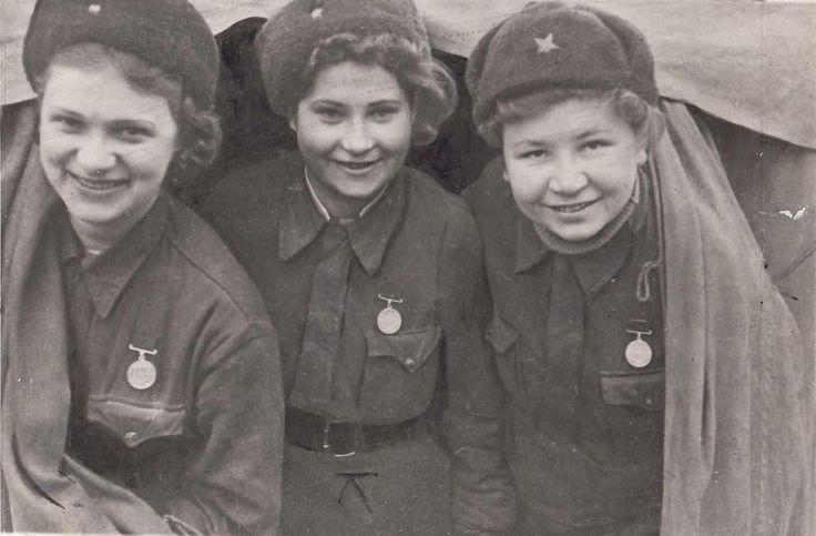 Larissa Melnikova , Mariya Dubovskaya , and Lidiya Sokolov , Leningrad 1943