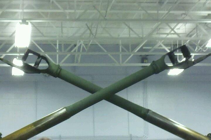 Modern interpretation of crossed cannon insignia M777