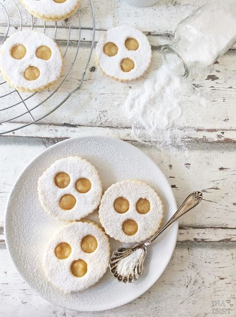 Ina Is(s)t: Weißer Sommer - Pfauenaugen mit Ananas-Bananen-Füllung / White Cookies with ananas and banana