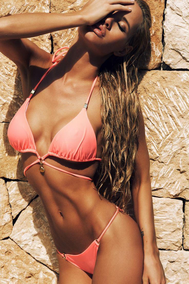 One model place bikini