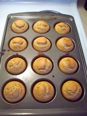 Healthy breakfast alternative: banana oatmeal muffins made with oatmeal, yogurt, eggs, and bananas! no flour-good for on the go mornings :)