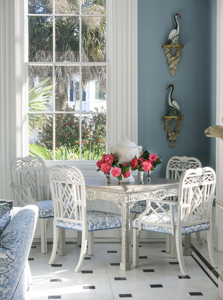 Nice table and chairs, I also like the tile on the floor. Carolyne Roehm, Charleston