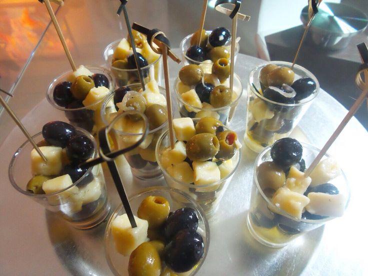 Aceitunas encurtidas con queso mozarela