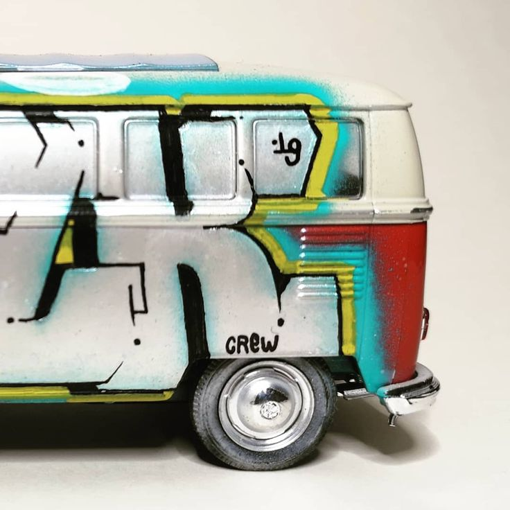 MINIATUR-VANDALISMUS 2/2 Kombivan Wolksvagen Minivan Flk Flkcrew Silber …   – chrome