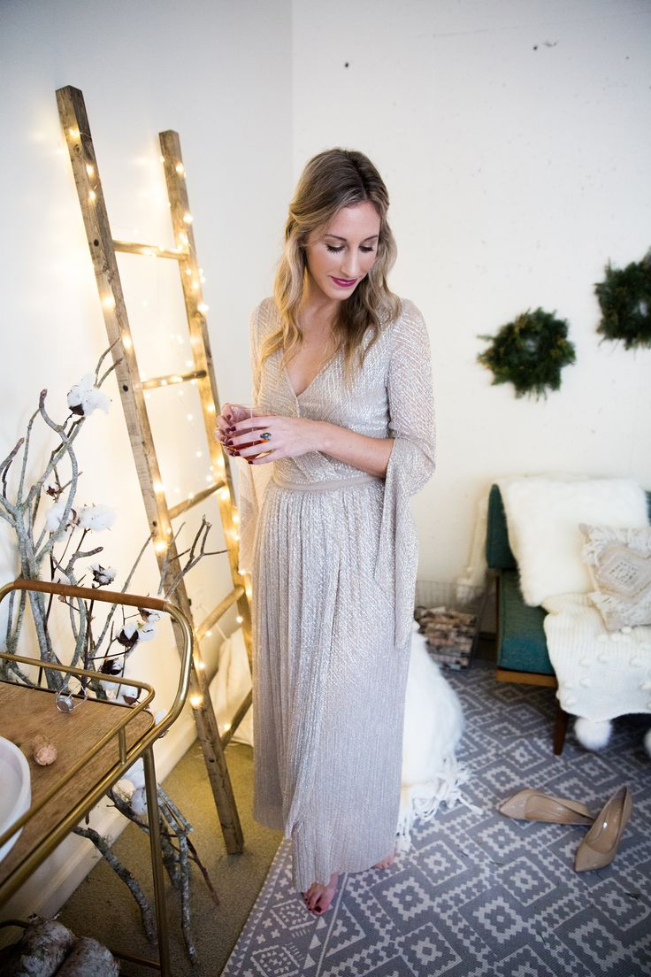 new year's eve dresses 2016, NYE dresses, new years dresses, sparkly dress, shimmer dress, urban outfitters dress, party dresses, going out dresses, new years 2016, photography by Andrea Posadas of Amanda Holstein for Advicefroma20Something.com