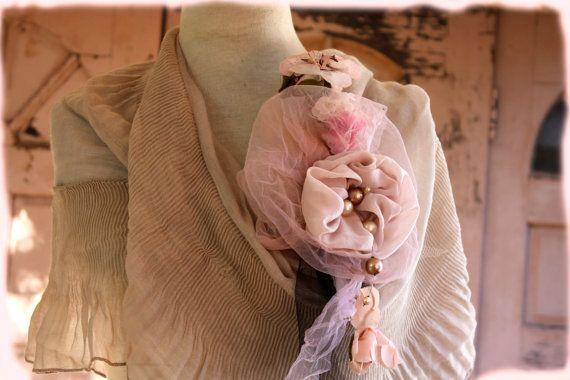 Clip di corpetto spilla e chiaro colore puce speciali di LaMaurer
